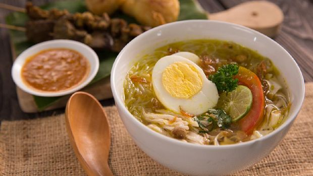 soto ayam. shreedded chicken soup with egg. indonesian food