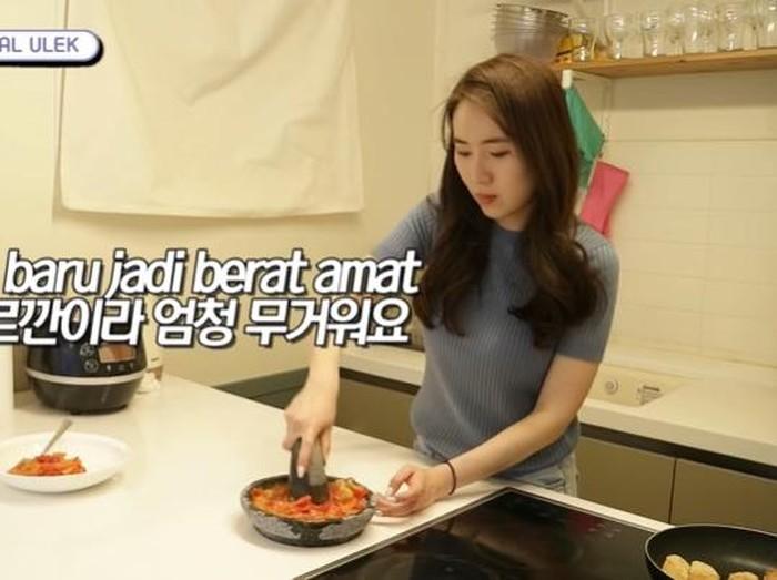 Orang Korea bikin sambal ulek