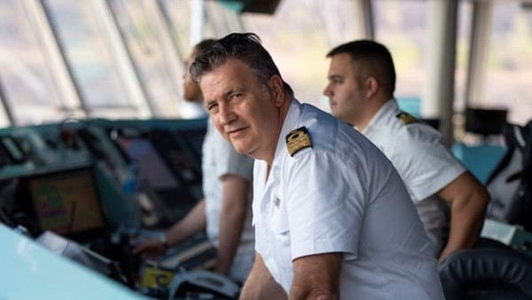 Kapten kapal, Nicolò Alba, akan memandu mereka sepanjang perjalanan.Sejak awal pelayaran, ia terus mengamati pergerakan virus Corona. Ketika kapal tiba di Fremantle, Australia pada 16 Maret, dalam perjanjian dengan Costa Cruises memutuskan bahwa tidak ada penumpang yang diizinkan keluar dari kapal hingga tiba di Venesia 26 April