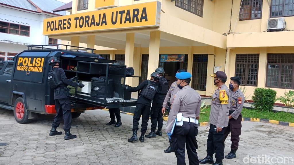 Polres Toraja Utara Musnahkan Granat Nanas dan Amunisi Senjata Api