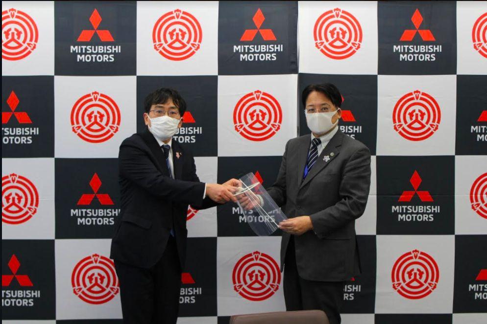 Mitsubishi mulai produksi alat pelindung wajah.