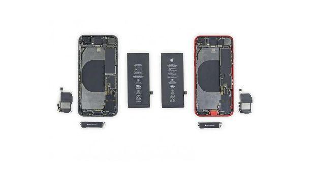 iPhone SE dan iPhone 8 saat dibongkar