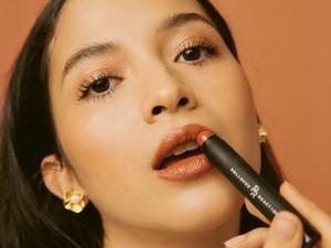 7 Lipstik Lokal Warna Natural dan Tekstur Ringan, Cocok Dipakai Saat WFH
