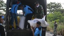 Korem Jayapura Beri Bantuan 1 Ton Beras untuk Warga Terdampak Corona