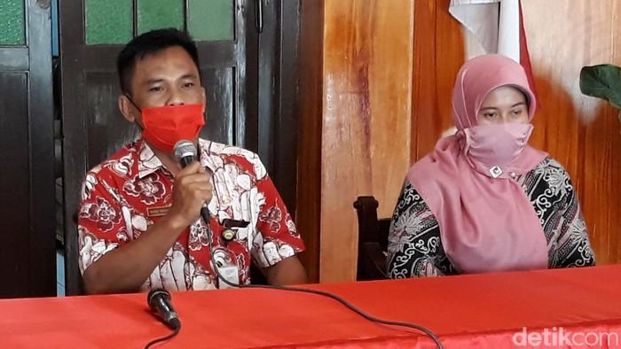 Camat Grogol, Sukoharjo, Bagas Windaryatno dan bidan pemilik indekos, Selasa (28/4/2020).