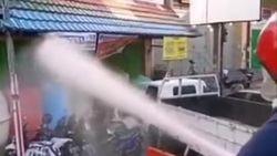 Video: Buka Saat PSBB, Puluhan Toko di Makassar Disemprot Air