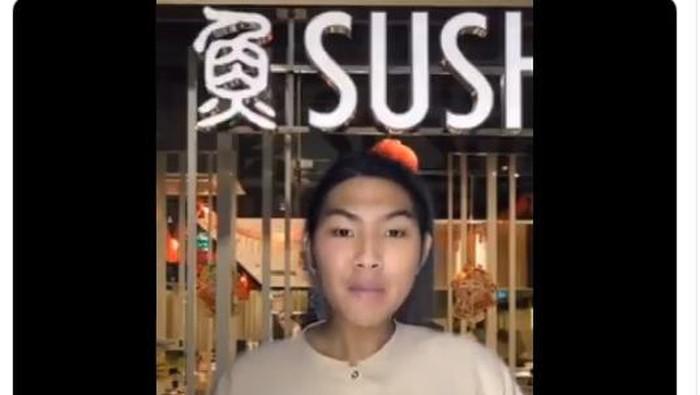 Netizen parodikan karyawan restoran
