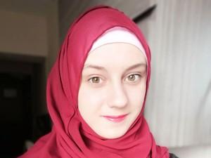 Kisah Wanita Prancis Menemukan Indahnya Islam Setelah Ortu Jadi Ateis