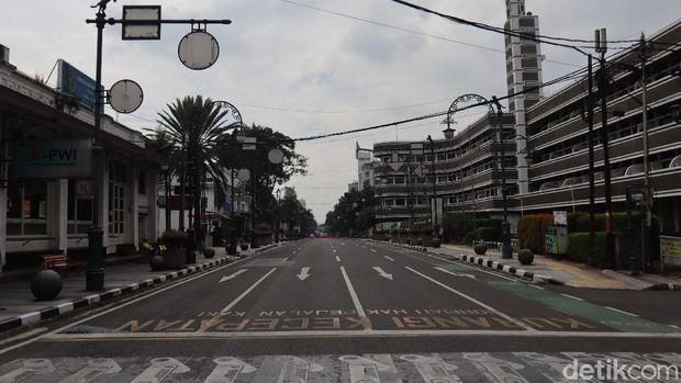 Jalan Asia Afrika di Bandung kala PSBB