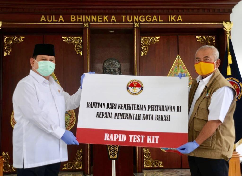 Menhan Prabowo Subianto Serahkan Bantuan 5000 Rapid Test Kit dari Kemhan Untuk Pemkot Bekasi.