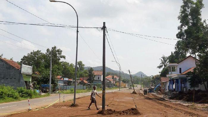 Beberapa tiang listrik hadang laju proyek jalur lingkar selatan