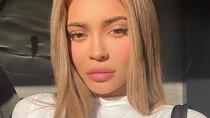 Kompaknya Kylie dan Stormi Jenner saat Pemotretan Virtual untuk Vogue