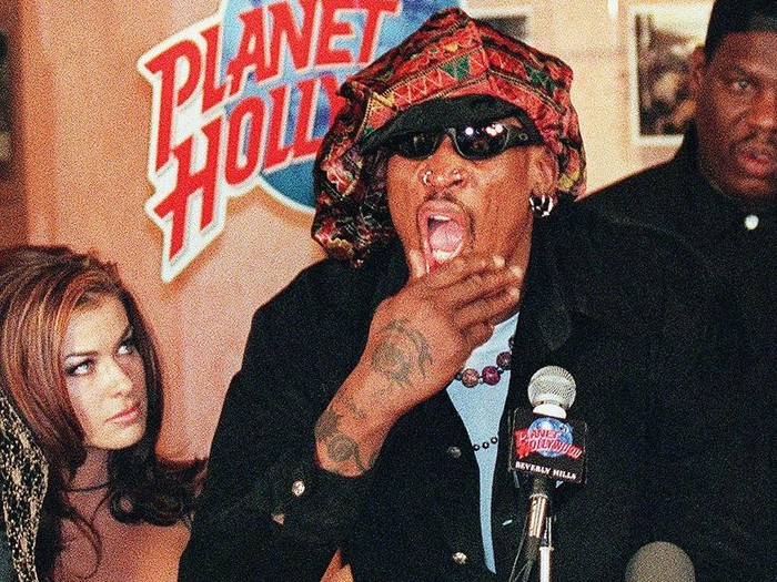 Former Chicago Bulls star Dennis Rodman and his wife Carmen Electra pose for photographers 22 February during a press conference in Beverly Hills. Rodman connfirmed that he will sign a deal to play for the Los Angeles Lakers.    AFP PHOTO/Frederick M. BROWN (Photo by FREDERIC BROWN / AFP)