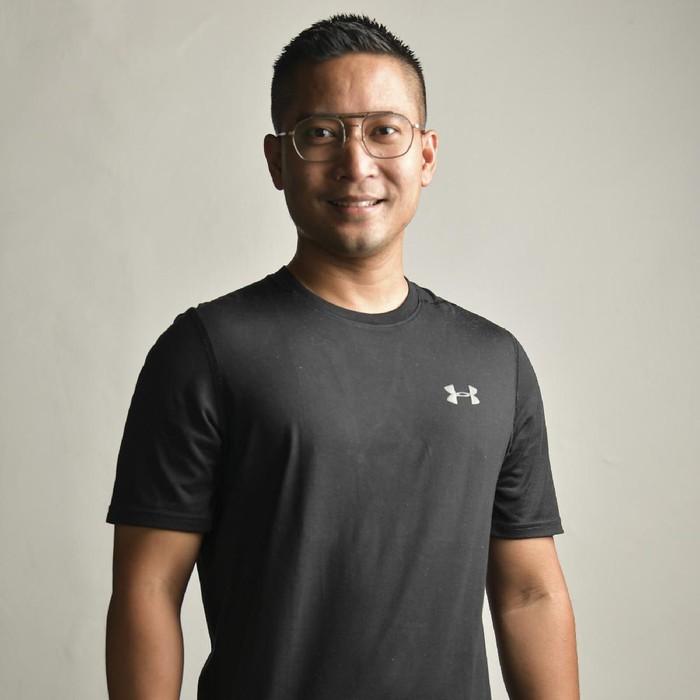 Artis Detri Warmanto (34) berpose di kediamannya di Jakarta. Menantu Menpan RB tjahjo Kumolo tersebut meyakini bahwa COVID-19 bisa disembuhkan oleh diri sendiri melalui imun tubuh meskipun vaksinnya belum ditemukan.