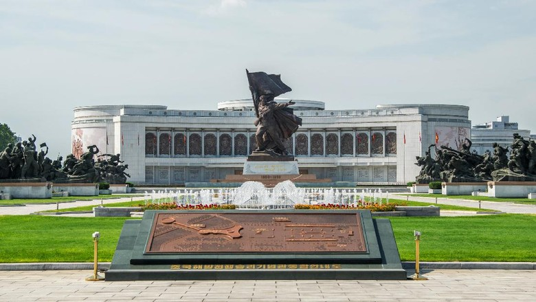 PYONGYANG, NORTH KOREA - AUGUST 23:  A general view of Victorious Fatherland Liberation War Museum on August 23, 2015 in Pyongyang, North Korea. North and South Korea today came to an agreement to ease tensions following an exchange of artillery fire at the demilitarized border last week.  (Photo by Xiaolu Chu/Getty Images)