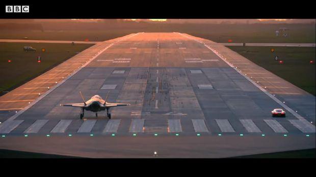 McLaren Speedtail vs Pesawat Jet F-35B