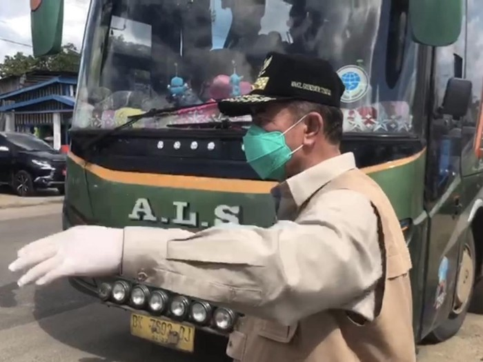 Bus AKAP berpenumpang disuruh putar balik saat masuk Provinsi Sumbar.