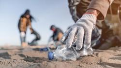 Saat Pantai Italia Jadi Tempat Sampah Raksasa APD Bekas