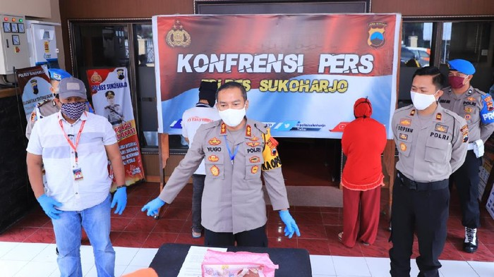 Jumpa pers pasutri ngaku kemalingan Rp 80 juta di Polres Sukoharjo, Rabu (29/4/2020).