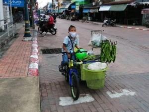 Haru! Bocah Kayuh Sepeda Jualan Sayur Demi Hidupi Keluarga Saat COVID-19