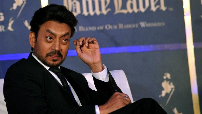 Indian Bollywood actor Irrfan Khan poses during a promotional event in Mumbai late August 7, 2014. AFP PHOTO/STR (Photo by STRDEL / AFP)