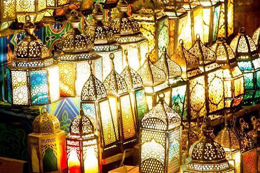beragam bentuk lentera Ramadhan di Mesir