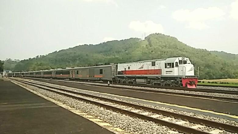 Kereta api Daop 5 Purwekerto