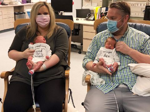 Parents who Both Had Coronavirus Hold Twin Sons for First Time Nearly 3 Weeks After Birth https://app.asana.com/0/1135954362417873/1173291754690385/fCredit: Beaumont Hospital