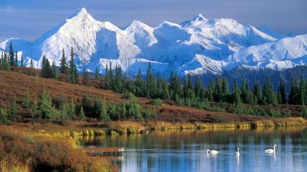 Puncak tertinggi di Amerika Utara ini sebelumnya bernama Gunung McKinley, kawasan yang cukup besar untuk menciptakan pola cuacanya sendiri, seperti angin sekencang 150 mphhingga suhu -69 celcius. Ketinggiannya masih bertambah setengah milimeter per tahun