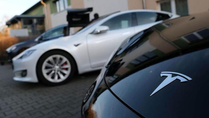 Produsen mobil listrik Amerika Serikat, Tesla membangun pabrik baru di Jerman. Lokasi pembangunan pabrik berada di hutan di Gruenheide, Berlin.