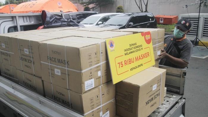 Indosat Ooredoo menyerahkan bantuan logistik dan donasi uang untuk mendukung penanganan Corona.