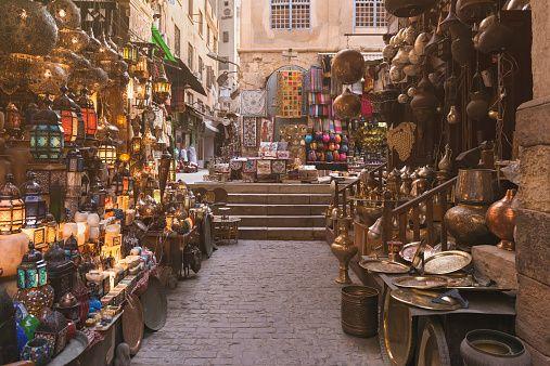 Pasar yang menjual lentera Ramadhan.