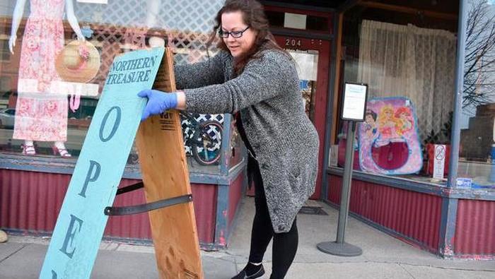 TOko-toko di desa negara bagian Montana mulai buka kembali (AP News)