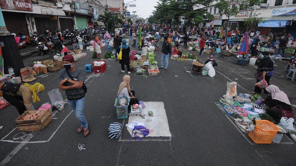 Pasar Pagi Salatiga Terapkan Physical Distancing