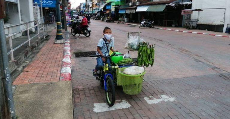 Bocah 10 tahun jual sayur keliling