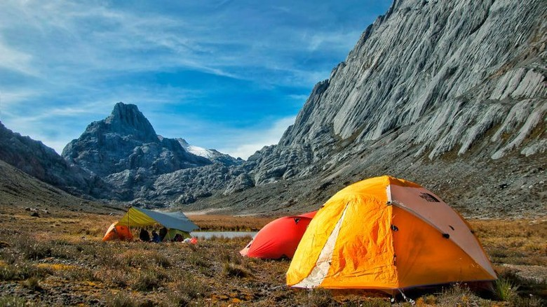 7 gunung tertinggi di dunia, everest, elbrus, aconcagua, puncak jaya, vinson massif, denali, dan kilimanjaro