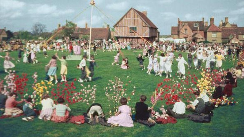 A general view on the village green during the Maypole dancing, a feature of the Elston May festival, Bedfordshire, England on May 5, 1955.  (Photo by Hulton Archive/Getty Images)