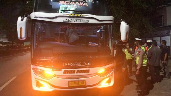 Sembunyikan 6 Pemudik, Bus ke Semarang Diputar Balik di Bekasi