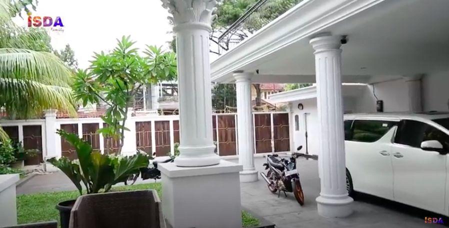 Rumah Mewah Iis Dahlia
