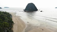 Terpesona Pantai Pulau Merah Banyuwangi