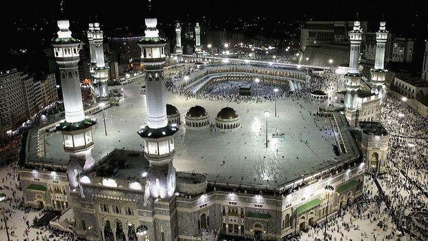 Dua masjid suci umat Islam, Masjidil Haram dan Masjid Nabawi akan segera dibuka kembali di tengah pandemi Corona. Hal ini tentu menjadi kabar gembira bagi umat islam di seluruh dunia.