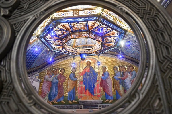Pembangunan gereja ini didirikan atas sumbangan masyarakat sebesar 3,6 juta rubel atau sekitar Rp 629 miliar yang dananya telah diawasi oleh Yayasan Pembangkit di Rusia.