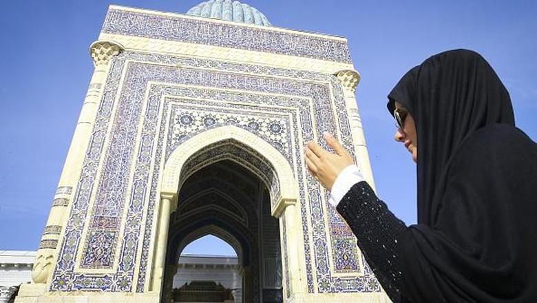 Kota Samarkand jadi salah satu pusat penyebaran Islam di Asia. Kota ini juga jadi tempat peristirahatan terakhir seorang ahli hadist terkemuka yakni Imam Al Bukhari