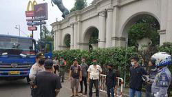 Nekat! Kontainer Angkut 6 Pemudik Dihalau Polisi di Tangerang