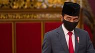 Gaya Jokowi Bermasker saat Lantik Ketua MA-Hakim MK