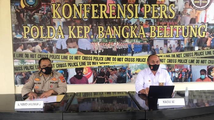 Konferensi pers penetapan tersangka kasus pencurian 7 senjata dinas Direktorat Samapta Polda Babel.
