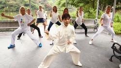 Tai chi adalah jenis seni bela diri Tiongkok kuno yang diyakini memiliki tujuan utama untuk mencapai umur panjang melalui pengondisian pikiran dan tubuh.