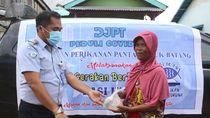 KKP Bagikan Nasi Ikan di Kawasan Pelabuhan Perikanan Selama 20 Hari