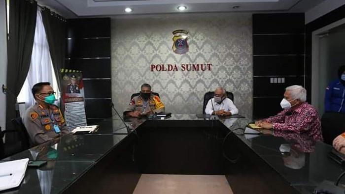 Kapolda Sumatera Utara Irjen Martuani Sormin bertemu tokoh agama membahas persoalan keributan di kedai tuak.