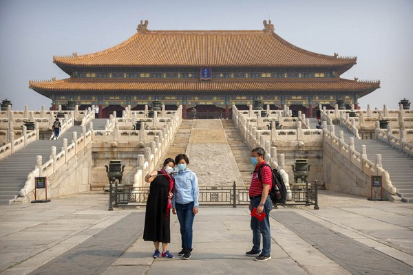 Palace Museum atau Forbidden City dibuka kembali setelah pandemi virus Corona reda. Pembukaan mulai hari ini, 1 Mei meski belum penuh.